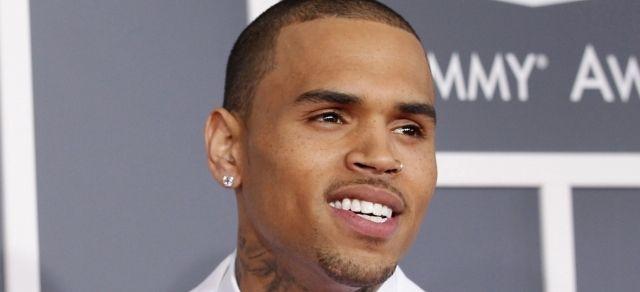 Chris Brown fait peindre les lyrics de Tupac sur sa nouvelle Lambo