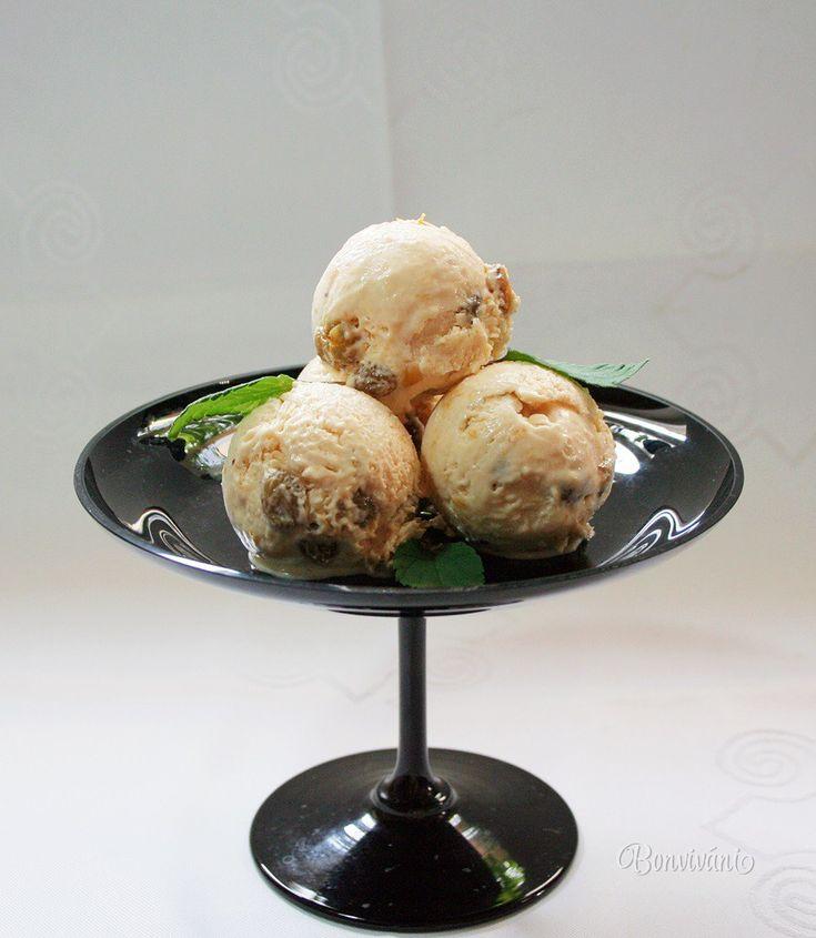 Punčová je proste punčová a v našej mrazničke má zmrzlina v lete vždy svoje miesto. Táto zmrzlina je krémová, smotanová, bez kúskov ľadu, dobre sa naberá a nie je príliš tvrdá.