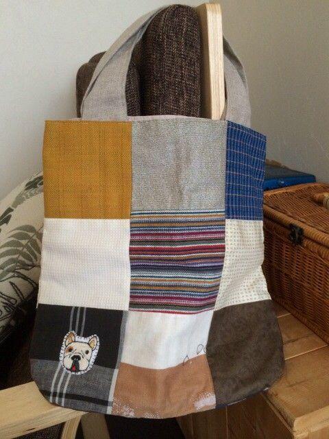 色々な布をミシンで繋げて作った手提げ袋です。内袋も付いてます。持ち手はリネンを使ってます。アクセントにフレンチブルドッグを刺繍してつけました。お散歩袋としても...|ハンドメイド、手作り、手仕事品の通販・販売・購入ならCreema。