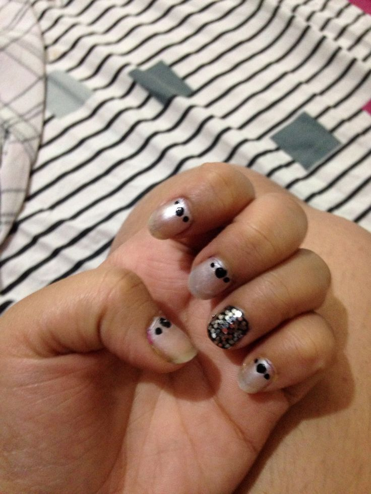 Nail art with glitter accent nail