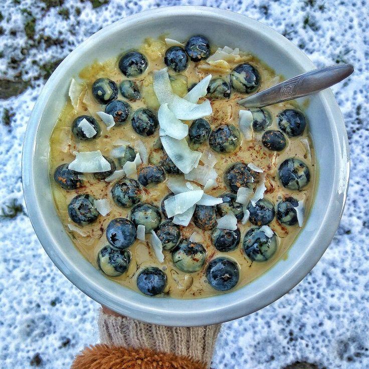 Najlepšia kukurično-pohánková kaša s tahini a čučoriedkami. #kukurično-pohánková #kukurica #pohanka #kasa #kaša #recepty #kokos #kokosovelupienky #tahini #zdravá #strava #výživa #jedlo #nitra #varimevnitre