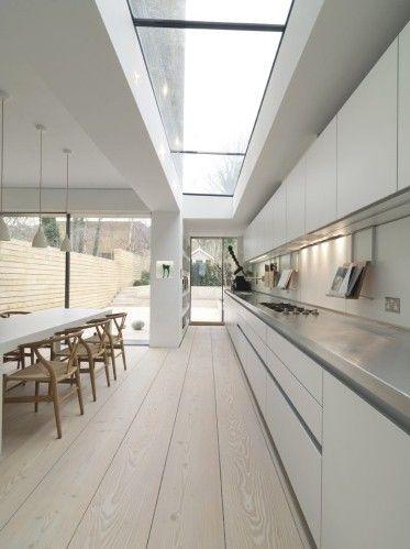 keuken in combinatie met brede planken houten vloer