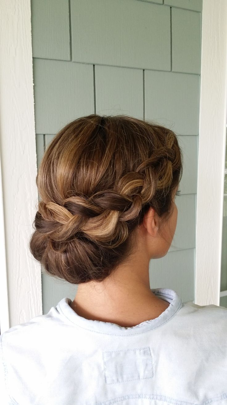 Wedding updo ideas for pretty ladies