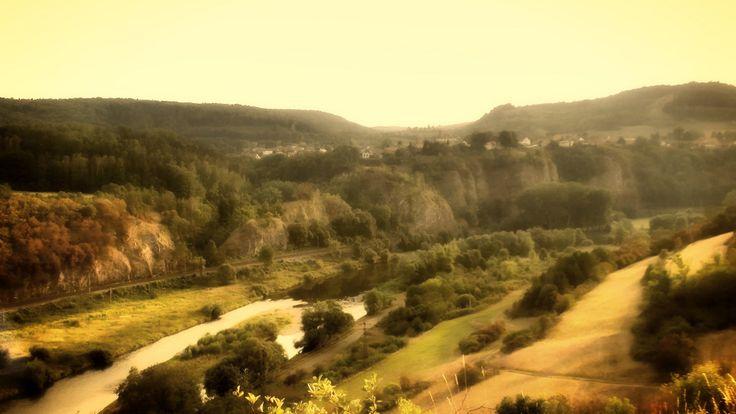 Pohled na řeku Berounku pod obcí Tetín | Český kras