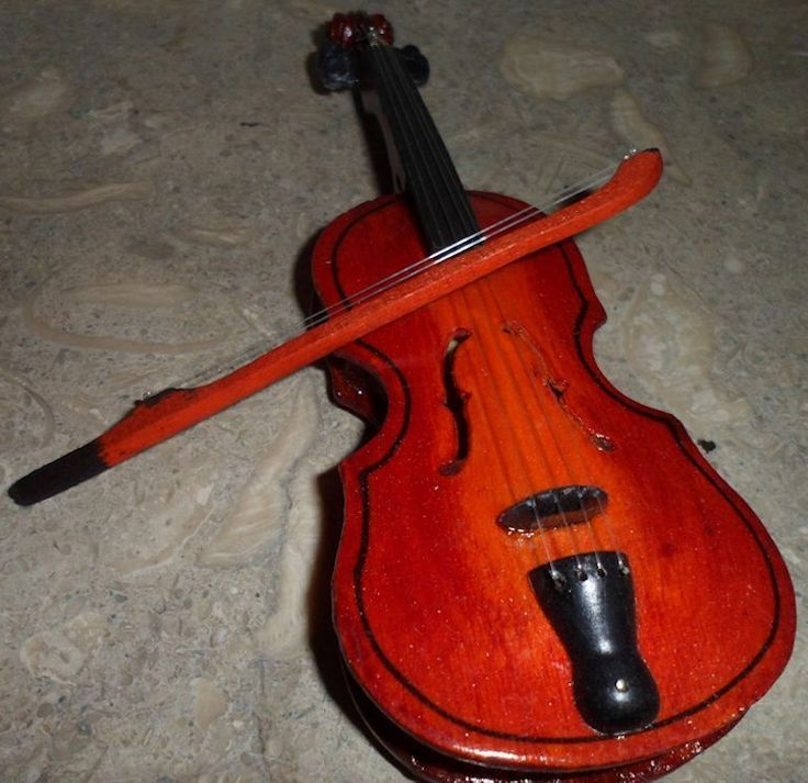Miniature Wood Toy Violin Collecible Replica Novelity Curio Item Decorative
