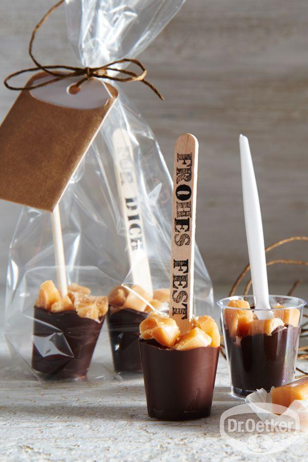 Karamell-Trinkschokolade am Stiel: Heiße Schokolade mit Karamell-Geschmack