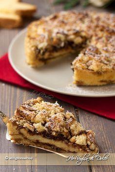Sbriciolata di pandoro con crema e Nutella. Ricetta veloce e facilissima ideale per consumare il pandoro. Un pandoro farcito golosissimo per le feste.