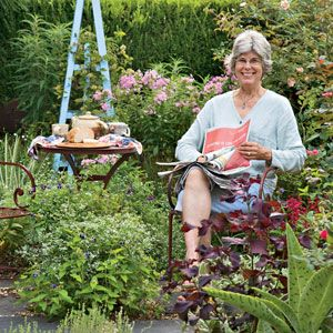 Anne Sheldon's garden is a visual symphony. Find out how to design a garden with rhythms of its own garden. | From Organic Gardening