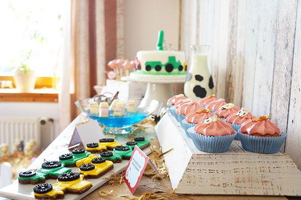 die besten 25 traktor torte ideen auf pinterest traktor kuchen torte kindergeburtstag. Black Bedroom Furniture Sets. Home Design Ideas