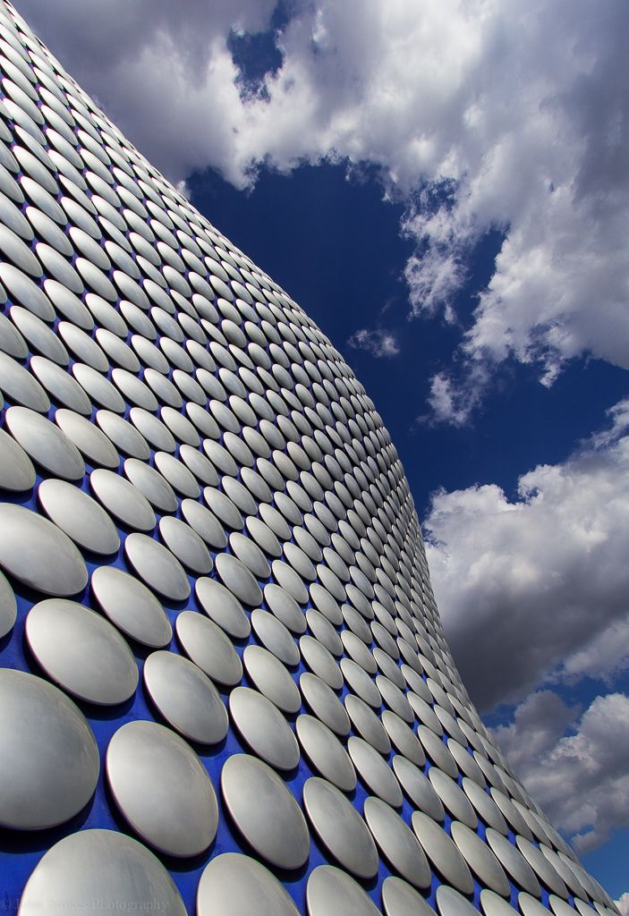 Had the opportunity to take shots of the building that houses the Selfridges department store at the Bullring shopping centre in Birmingham. 15,000 shiny aluminum discs and curves galore.