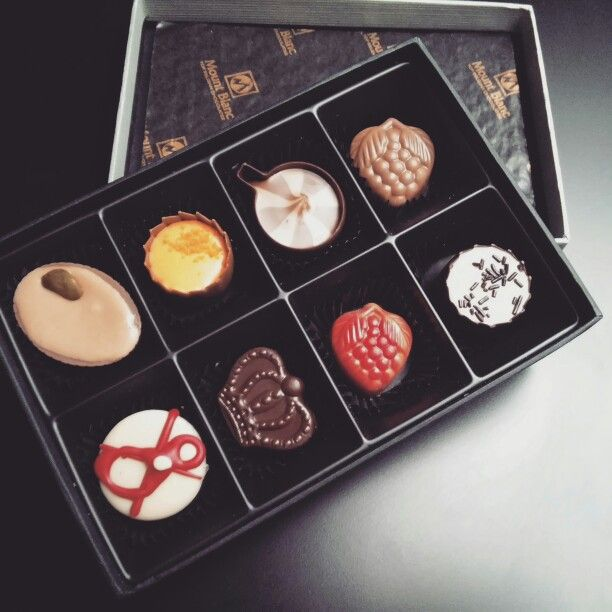 Wyzwanie dla Młodej Pary! Tym razem trzeba wybrać słodycze, które już wkrótce umieścimy w ich weselnym, słodkim bufecie #candybar #slodkibufet #wesele #dekoracje #nagorzeroze