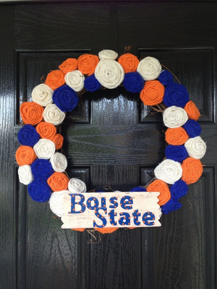 Boise State Spirit for the home. This is cute and classy, and looks like a lot of fun to make! [Shabby Chic Rosette Boise State Wreath]