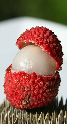 A few weeks ago I had my first taste of a fresh lychee. The flavor was so unique, I couldn't get enough. Being the lush that I am, I immediately thought of making my own lychee flavored vodka…
