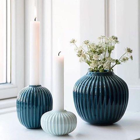 Vakre blånynaser i den nye serien #Hammerhøi fra #kähler. Alt ligger ute i nettbutikken nå #hviit.no #hviit_interiør