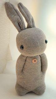 C'est Claudine qui m'a fait le coup !     Un beau jour, elle m'a envoyé par mail la photo d'un lapin créé à partir d'une chaussette. Elle ...