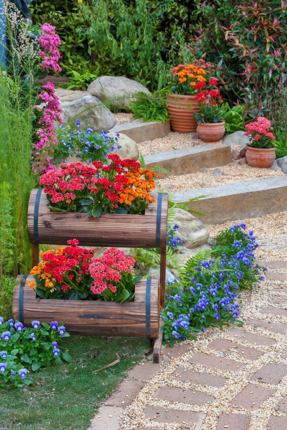 These modern and stylish outdoor steps feature bricks, pebbles and huge stones. You can