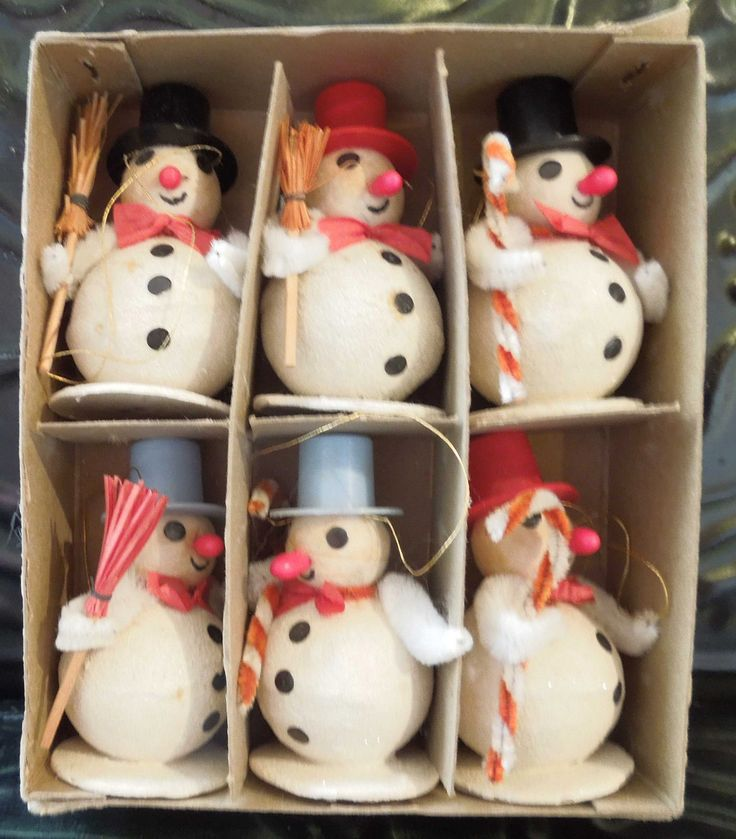Who doesn't love a boxful of snowmen!  VINTAGE 40s - 50s SHINY BRITE SPUN COTTON SNOWMAN CHRISTMAS ORNAMENTS via ebay