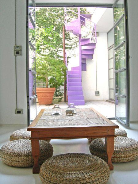 Casa privata d'artista a Roma, Loft San Lorenzo, scala a chiocciola nel cortile esterno colore lilla, Progetto Arch.Luca Braguglia Photo Grazia Ike Branco
