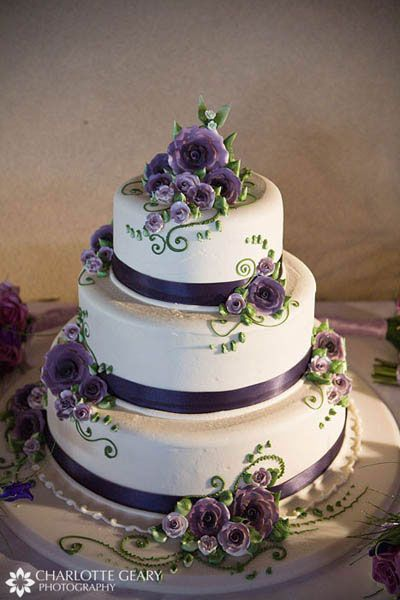 Wedding Cake: White/Purple/Green. Pretty.