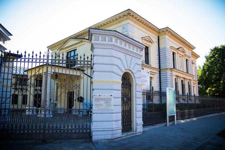 Muzeum wyposażono w jedyny w Polsce, system umożliwiający samodzielne zwiedzanie osobom niewidomym. Zmiany objęły także otoczenie willi – zrekonstruowano ogród zimowy, odnowiono fontannę, urządzono kawiarnię, a w dawnej powozowni wystawę obrazów. W efektownie zaaranżowanej Galerii Sztuki Dawnej można podziwiać dzieła polskie i europejskie od XVI do XIX wieku takich artystów jak m.in. Chełmoński, Malczewski czy Wyspiański. #PałacHerbsta #KsiężyMłyn