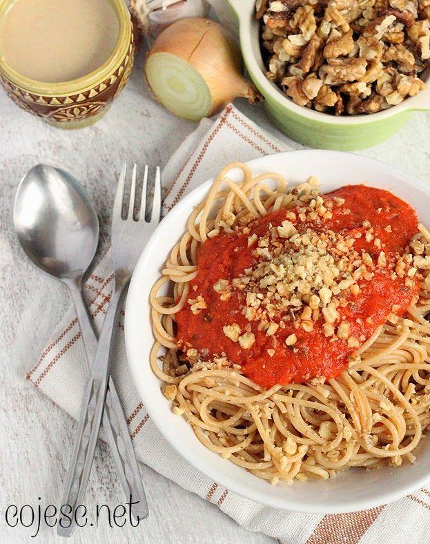 Lekki i aromatyczny sos z pieczonej papryki to świetny dodatek do makaronu, ryżu czy kaszy. Polecam!