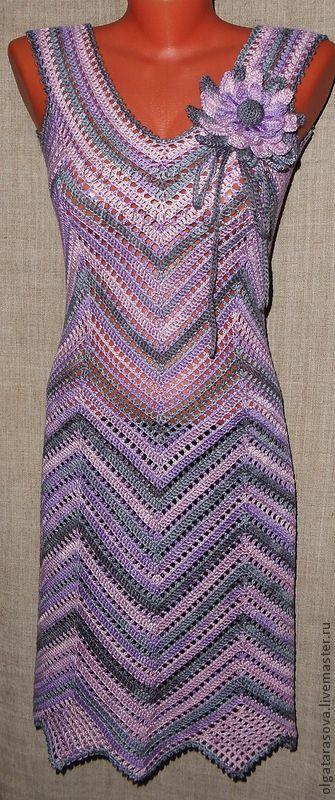 Tricô artesanal.  Feira Mestrado - Master Classe de tricô artesanal Vestidos de direitos autorais Diagonal (base).  Handmade.