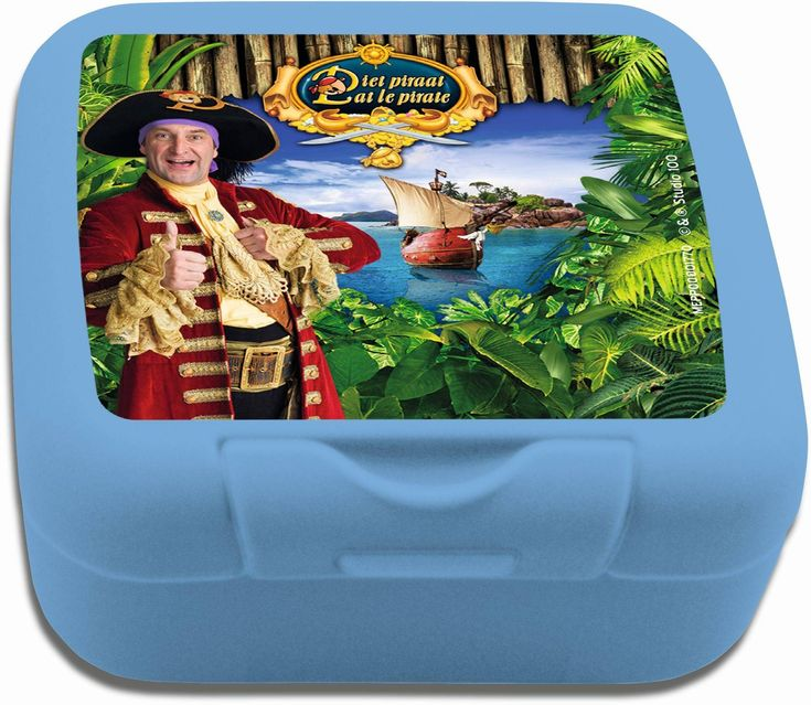Koekjes mee naar school nemen kan makkelijk met dit koekendoosje van Piet Piraat. Het doosje sluit goed en is eenvoudig te openen.   Afmeting: 40x85x75 mm - Koekendoosje Piet Piraat blauw