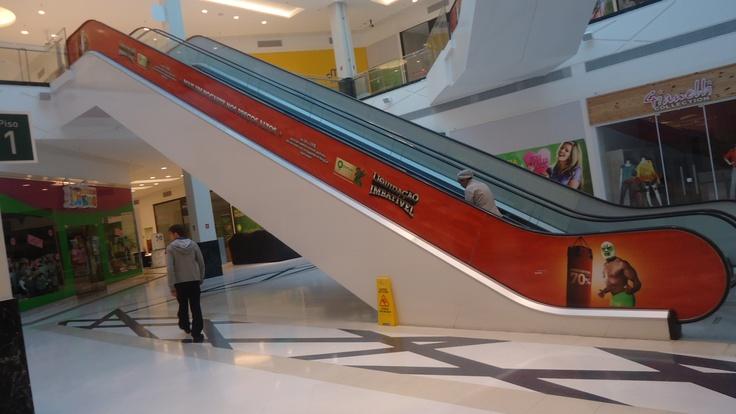 Impressão digital para escada rolante, Barueri Parque Shopping | agência Thanks | Cliente GSB | Produção e instalação OfficePress