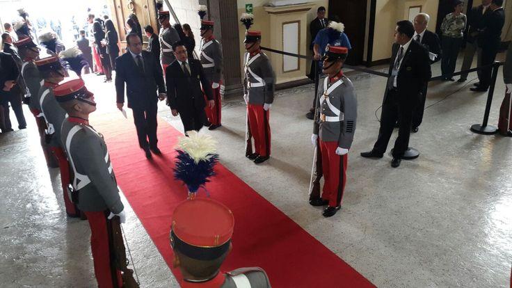 03. ARRIBO. Pese a que se giraron más de 300 invitaciones para asistir a dicha toma de posesión, muy pocos funcionarios y cuerpo diplomático asistió al Legislativo.