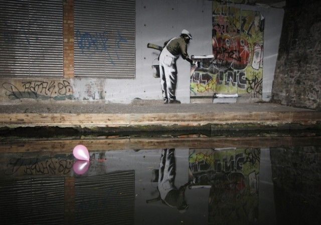 Society Seen Through The Prism of Banksy Art_8