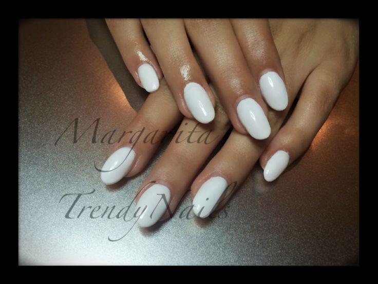 White gel polish on acrylic nails - witte gel polish op acryl nagels