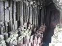 Une grotte de Basalte (Fingal's cave) a été source d'inspiration au musicien Mendhelson qui y a écrit en 1829 « Die Fingalshöle », impressionné par les effets sonores que produisent les vagues dans cette  »cathédrale » naturelle