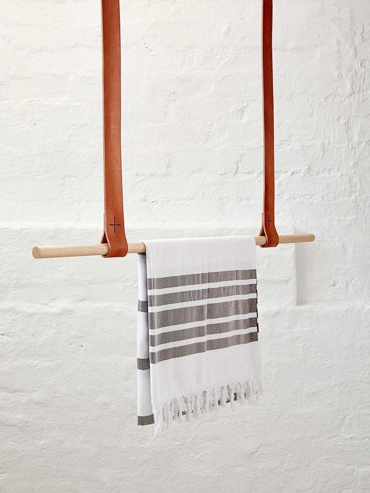 toalheiro com alça de couro