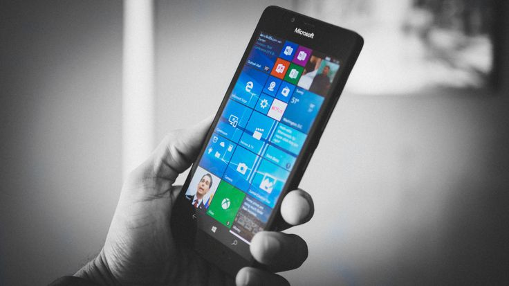 Microsoft hasn't had much luck when it comes to smartphones. Windows phones are a tiny part of the market, even though Microsoft continues to advance its mobile OS, and there have been a handful of flagship devices. #microsoft #windowsphone