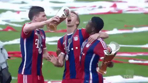 Filmato su soccer beer celebration bayern munich bayern fc bayern bundesliga chug in the face beer shower chug chug chug via diggita.it #bayernmonaco #bayernmunich #bayernmunchen