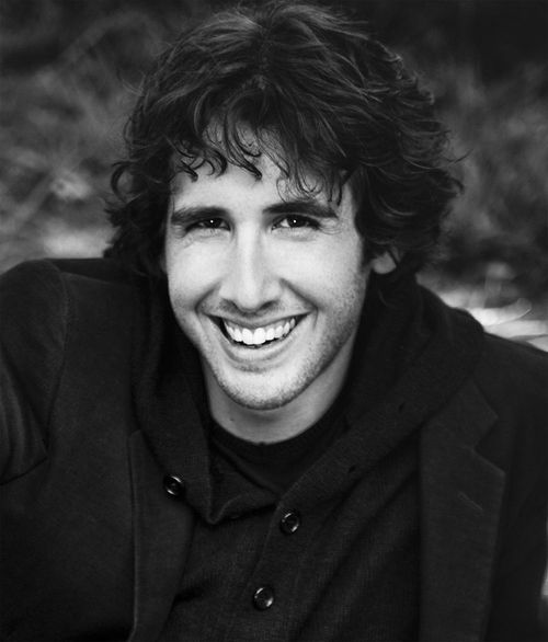 Josh Groban is a singer, songwriter, actor, musician, and record producer. He plays the piano, percussion, and drums besides entertaining his followers with his melodic voice.