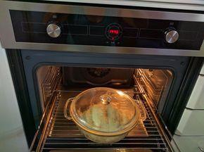 Ya había hecho panes en panificadora y al horno, pero nunca había probado a cocerlos en una fuente de pirex. El resultado me ha encantado...