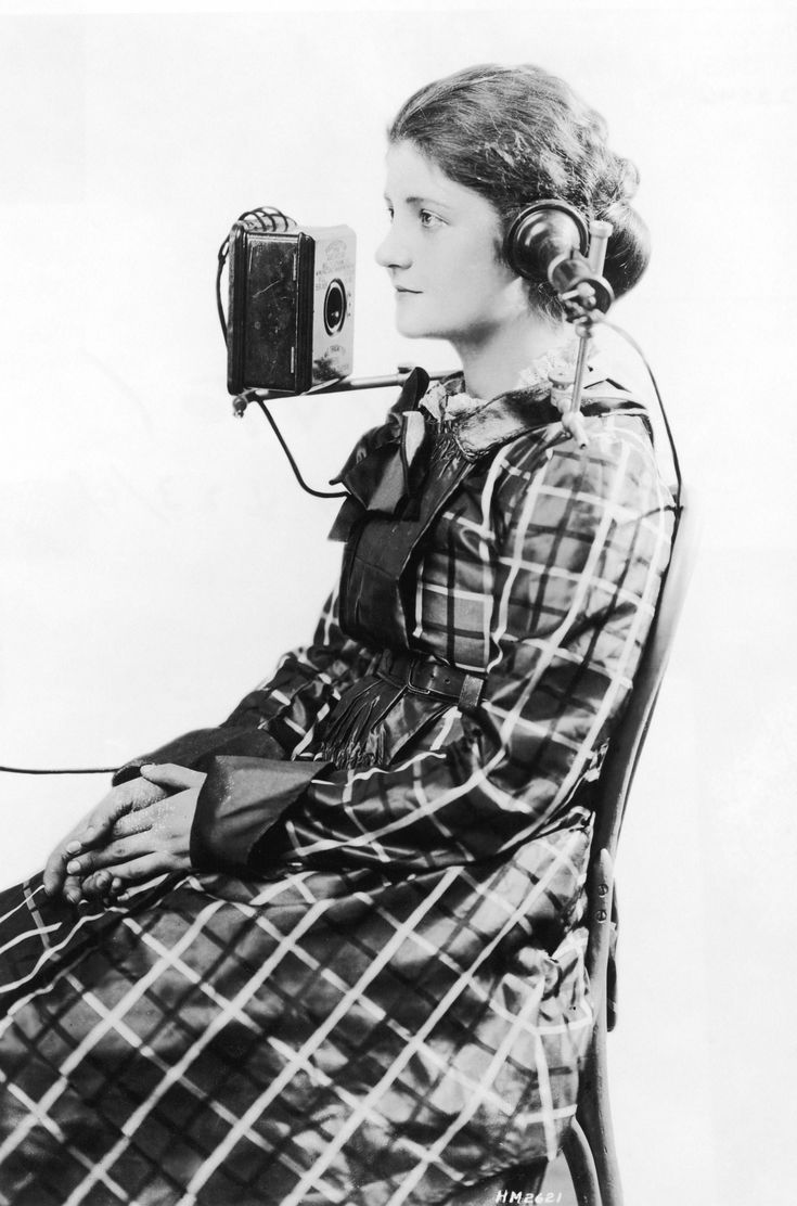 """A telephone operator wears a """"portable"""" headset made by the American Bell Telephone Company, 1923"""