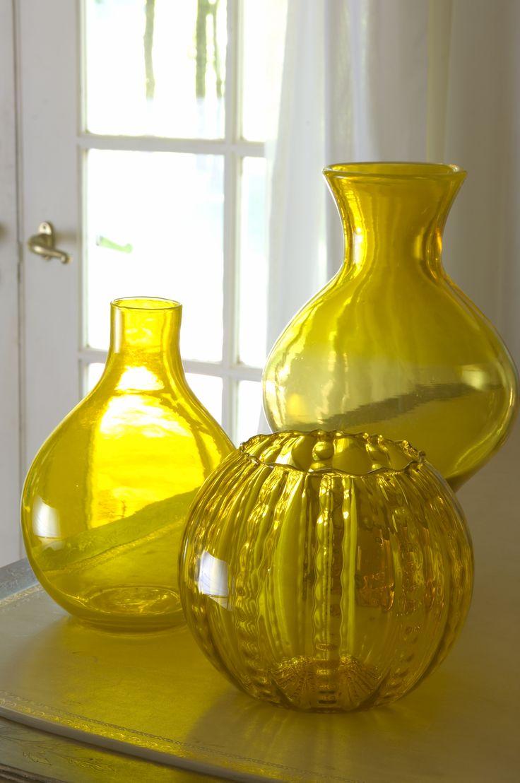 Gele vazen voor op tafel | interieur | wonen | wooninrichting