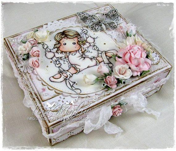 I adore this beautiful box.
