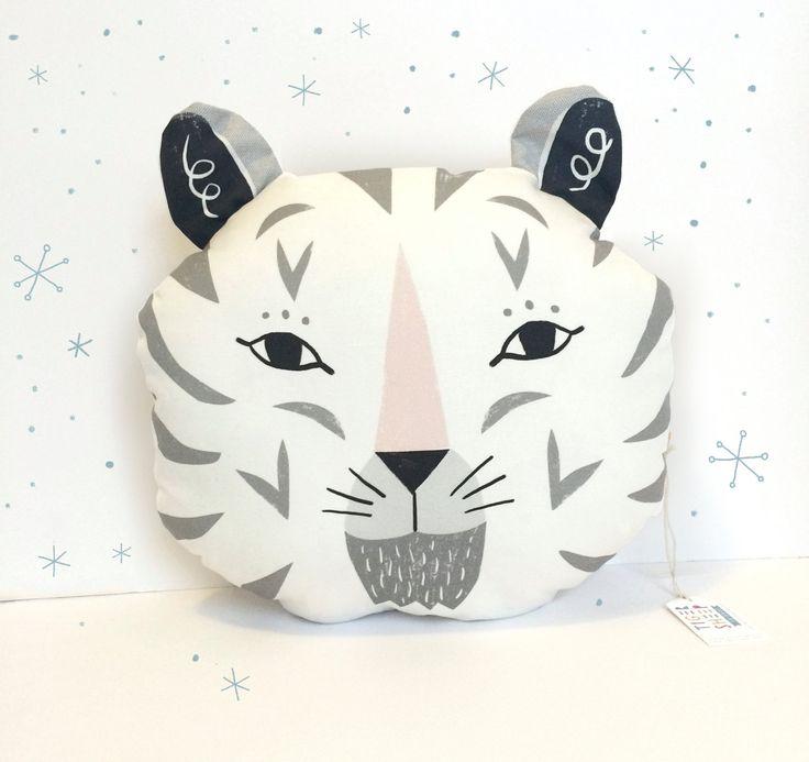 Snow Tiger dekorative Kissen /black grau und von Tigersheepfriends