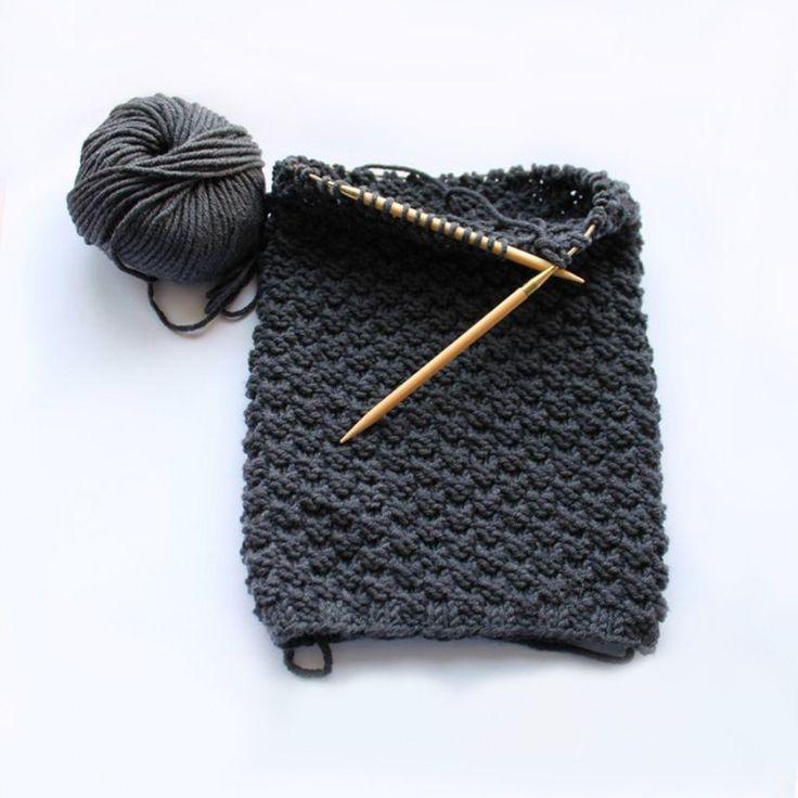 Du möchtest einen kuscheligen Schal für deinen Freund stricken? Mit unserer einfachen Strick-Anleitung gelingt der DIY-Boyfriend-Loop garantiert...