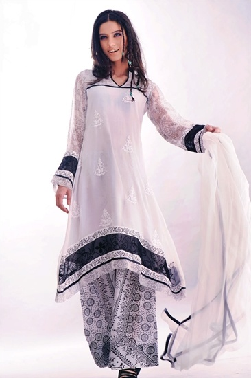 Black and white georgette culotte suit, with a long floaty tunic kameez, this is the height of the Pakistani catwalk. £45