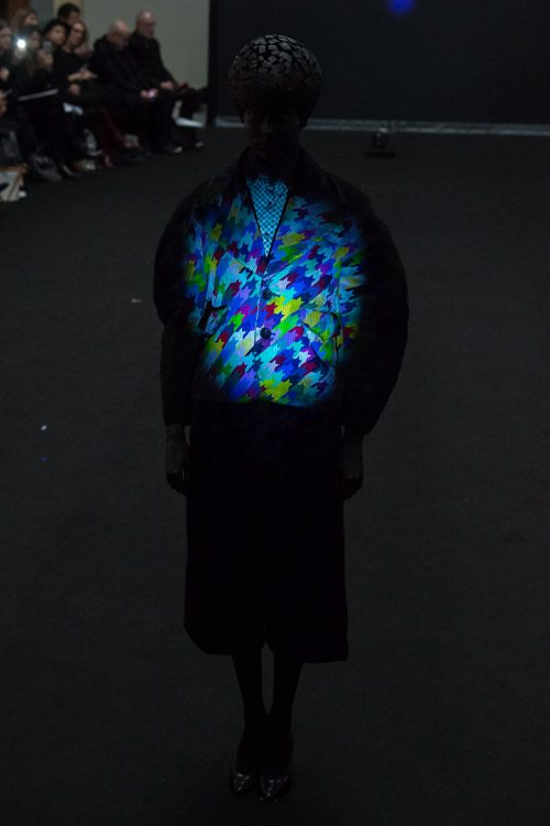 アンリアレイジ 2015-16年秋冬コレクション - ないものを見るには、光が要る | ニュース - ファッションプレス