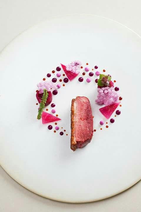 Un plat en ton de violet | cuisine, gastronomique, recette. Plus de nouveautés sur http://www.bocadolobo.com/en/inspiration-and-ideas/