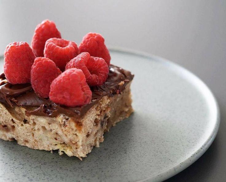 Banankage med daim og chokolade, som er helt perfekt at bage til forskellige lejligheder, som fx fødselsdage, parmiddage eller brunch. Et must-try.