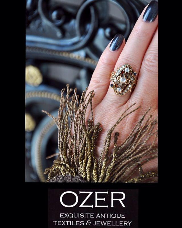 Sapphire and approximately 0,60 carat diamonds gold ring from our antique collection. For detailed information ozerartantiques@hotmail.com  /  Antika mücevher kolleksiyonumuzda safir ve  yaklaşık 0,60 karat elmas taşlı altın yüzük