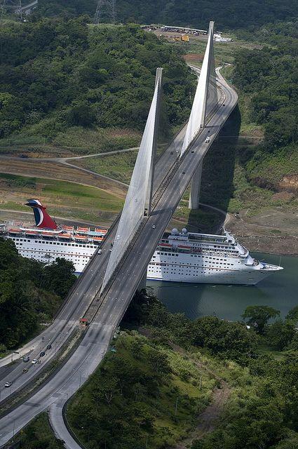 Canal de Panamá por Carnival Cruise Lines, a través de Flickr