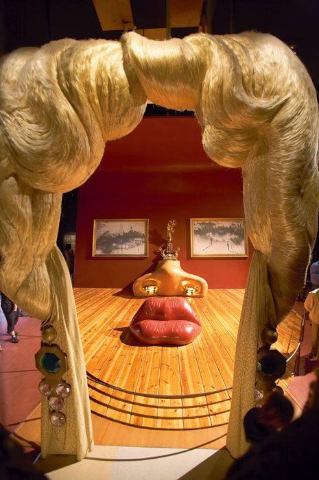 Комната в виде портрета актрисы Мэй Уэст
