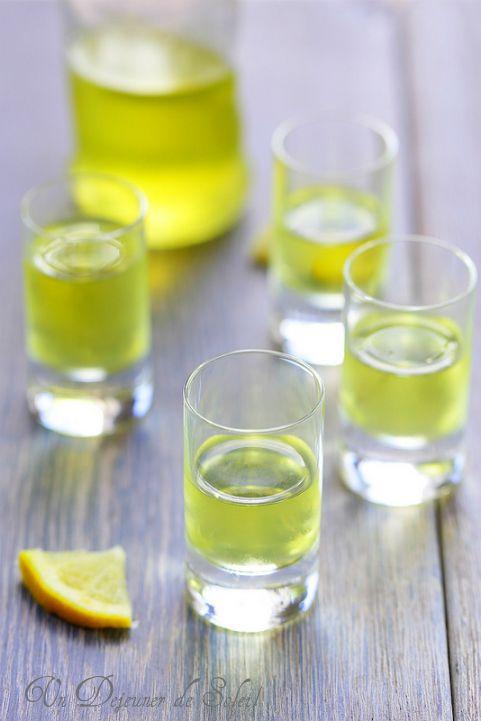 La recette du limoncello maison (histoire et conseils) - Homemade limoncello du blog undejeunerdesoleil